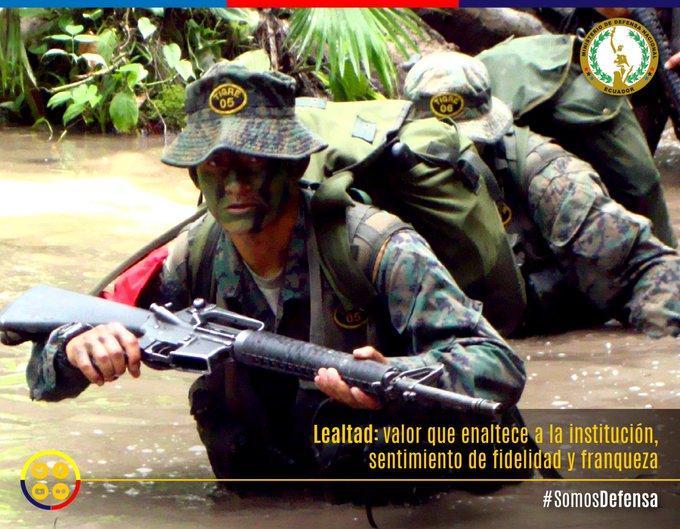 Lealtad: valor que enaltece a la institución, sentimiento de fidelidad y franqueza sembrada en los soldados de nuestra patria, que luchan por la paz del país. #BuenInicioDeSemana #SomosDefensa Foto