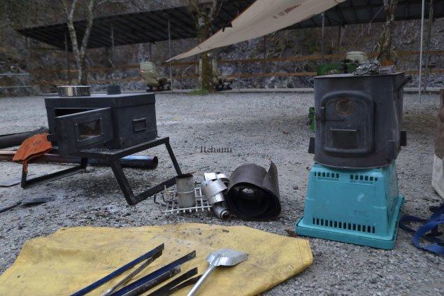 何がなんでもキャンプだし スパークアレスター 薪スト キャンプ 火の粉 ハゴロモセキセイ トイプードル キャンプ犬 Gストーブ ウィンナーウェル 自作