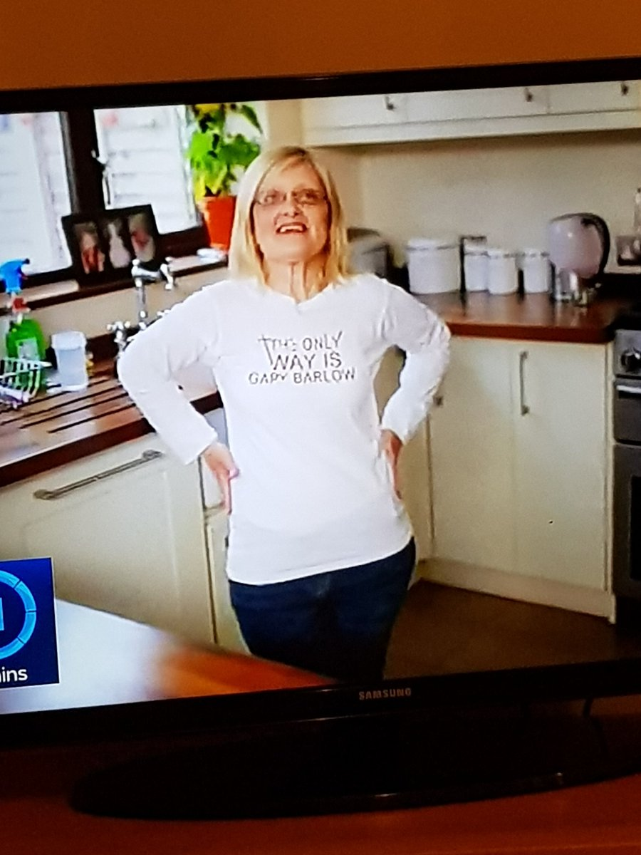 Watching Jamie Oliver cooking show and this lady appears! She obviously has good taste! 😉 https://t.co/1At7xBkOK5
