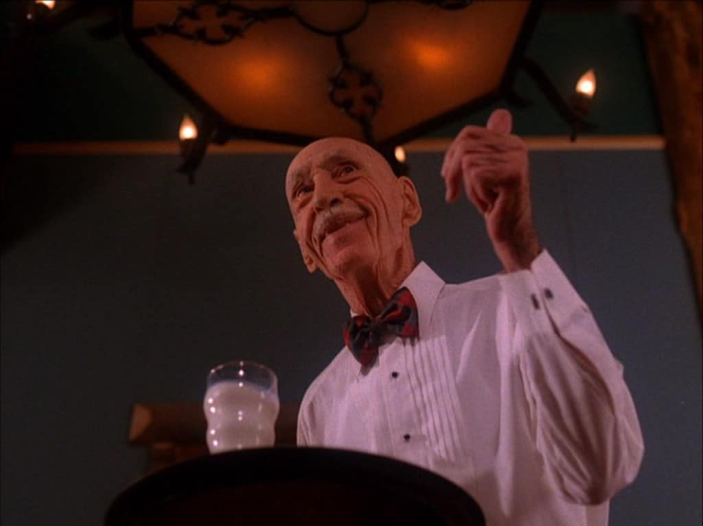 The milk will get cool on you... pretty soon. #NationalMilkDay #TwinPeaks<br>http://pic.twitter.com/twx83Bm7UE