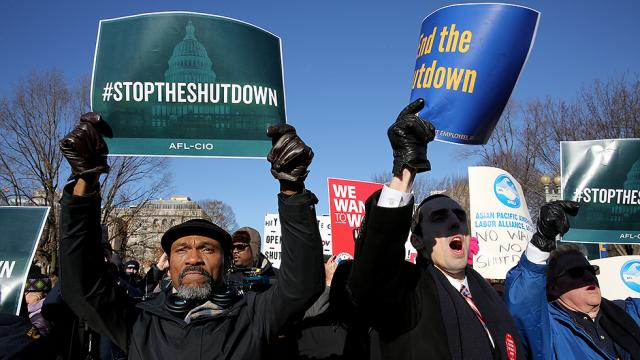 Banks offer relief to furloughed workers as shutdown continues https://t.co/ClDFcvfhCX