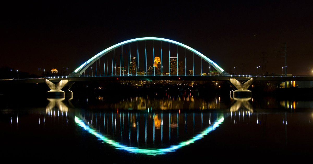 In recognition of Jayme Closs&#39;s homecoming, the Lowry Bridge is lit blue and green tonight — the same colors that the community of #Barron, Wisconsin, used to decorate a Christmas tree for Jayme while she was missing. #jaymecloss<br>http://pic.twitter.com/OcbMZkdFIa