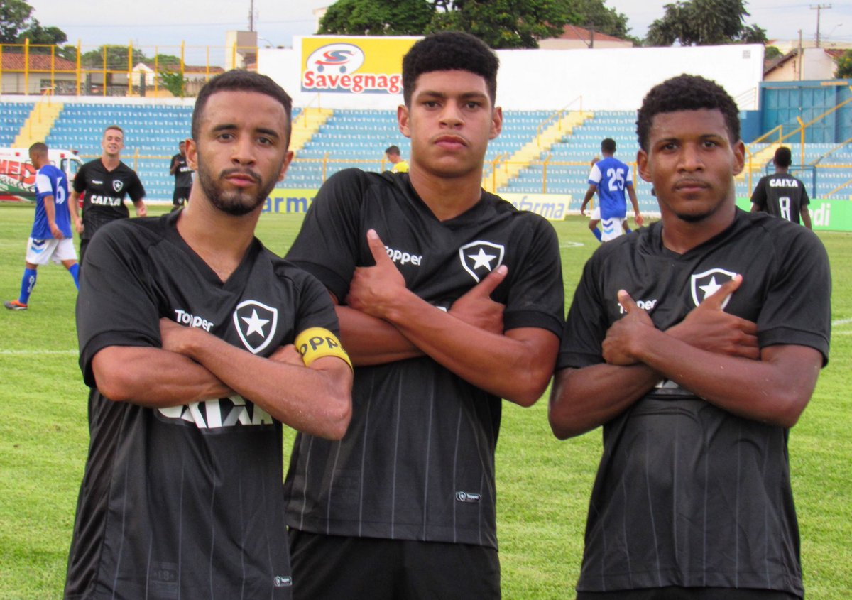 Botafogo F.R.'s photo on Cabral