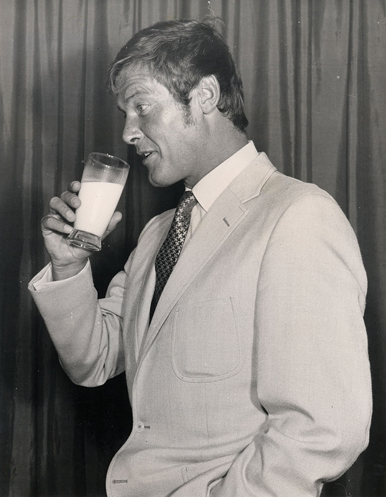 Did you know... @sirrogermoore was a 'Celebrity Endorsement' for The Dairy Council in the UK? #NationalMilkDay . This archive shot is from 1969 <br>http://pic.twitter.com/Hmo6DxFfA9