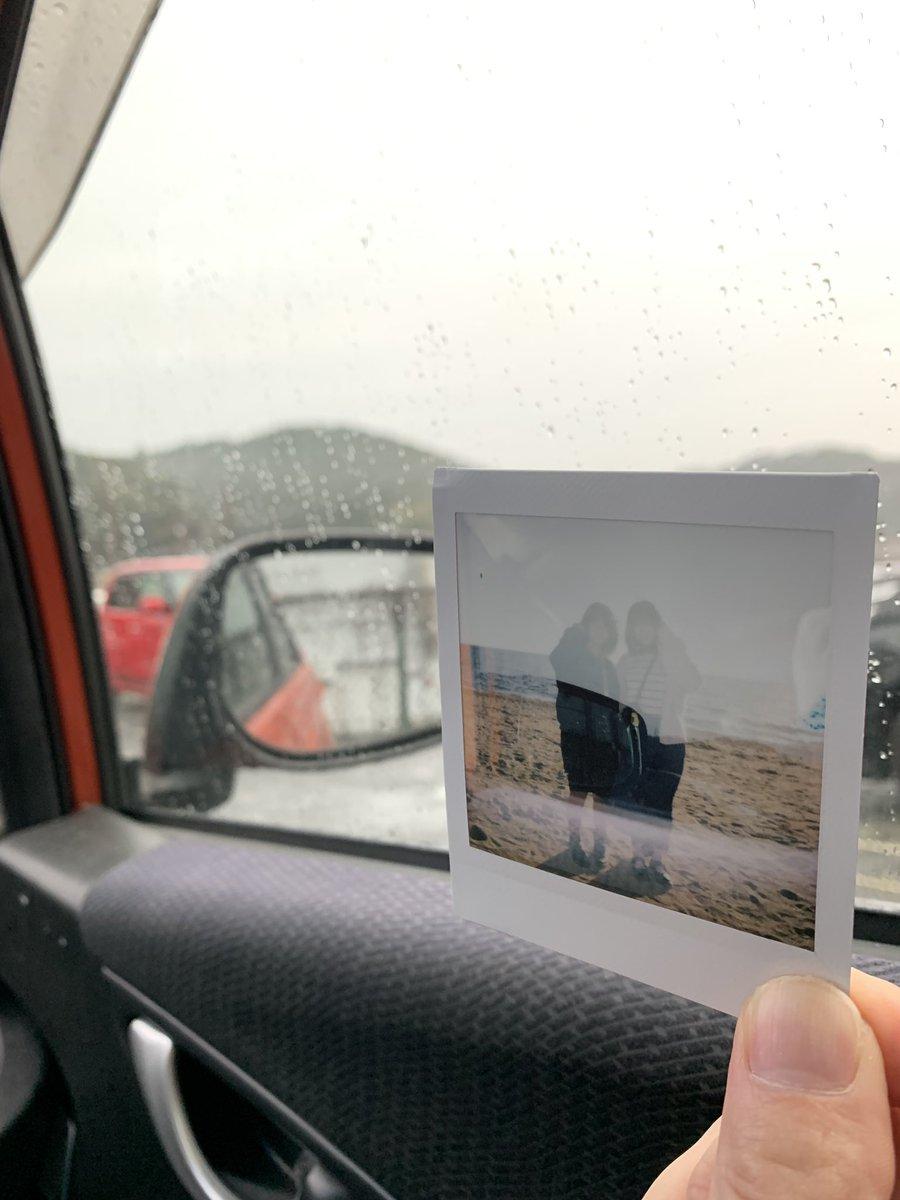 こないだ虹ヶ浜で遭遇したちひろちゃん、もなみちゃんをチェキで撮った時 フィルムが出てこないから壊れたんかなーって思って試しに今、職場の駐車場で撮ったら多重露光になってた件ww また遭遇したときにでも渡そうw https://t.co/m7oGHbmjKW