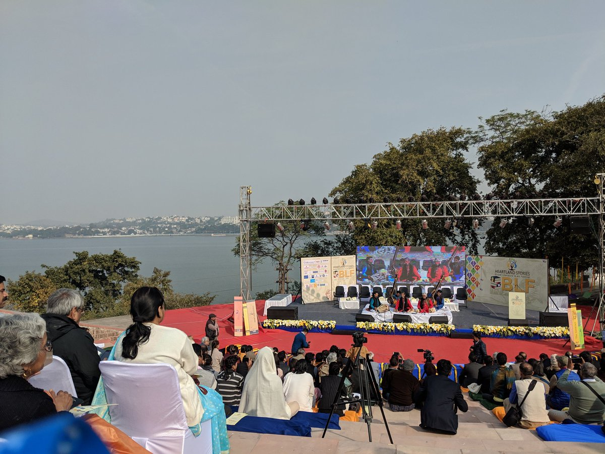 The inaugural edition of @bhopalliteratu1 starts off with #SaraswatiVandana by #GundechaBandhu against the setting of the beautifully calm Lake