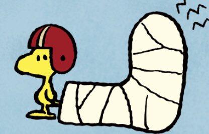 きっとアメフットのボール蹴っ飛ばして怪我したんだな #ウッドストック #Woodstock #Peanuts