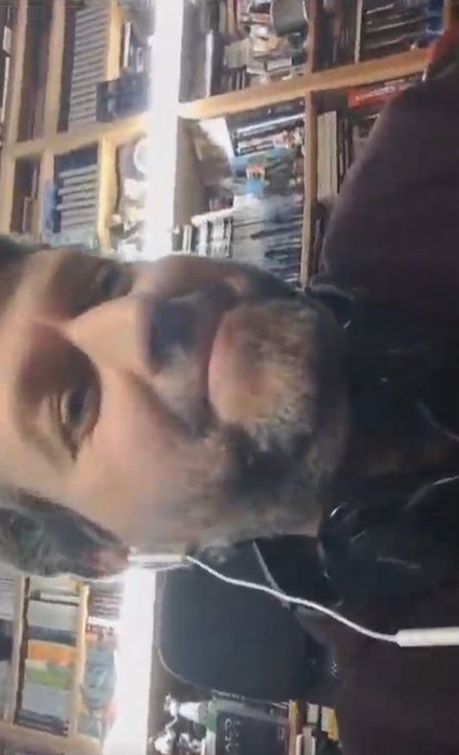 Oye Guillermo, que dice @Diego_FDM que tienes la cámara en vertical. Arreglado, jajaja. Esta imagen es para enmarcar 🤣🤣🤣 Que grande @pantalla_azul 👏👏 #MilenioLive Foto