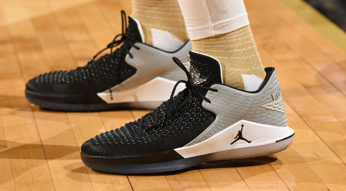 fd985fe6155d kawhileonard still breaking out air jordan 32 low pes ron turenne