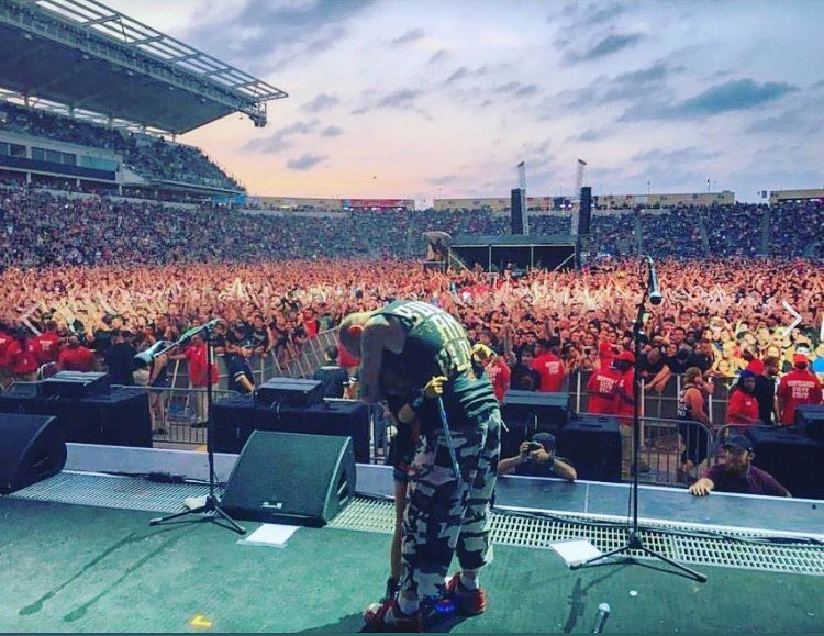 #fbf - Chicago Open Air 2016, this little girl was in the 1st row singing every word so Ivan brought her up to sing &quot;The Bleeding&quot; #5fdp #5fdpfamily<br>http://pic.twitter.com/aFyoJLLEOE