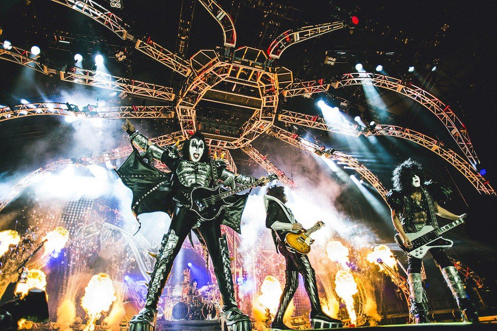 #fbf : 2013 #KISS rockin&#39; @RogersArena #Vancouver, Canada. Photo by Tom Nugent. 20 days till we open our final tour ever at the same arena. #EndOfTheRoad <br>http://pic.twitter.com/q8Otd7ew0e