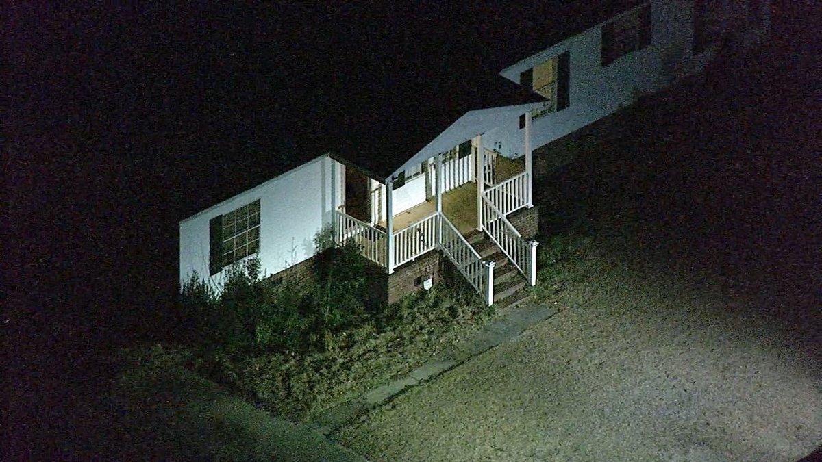 #BREAKING 2 adults, 1 child found dead in Harnett County home https://t.co/4FsdbhOGU4