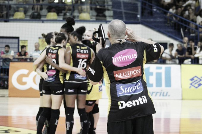 Dentil/Praia Clube derrota Sesc-RJ e segue líder na Superliga feminina Foto