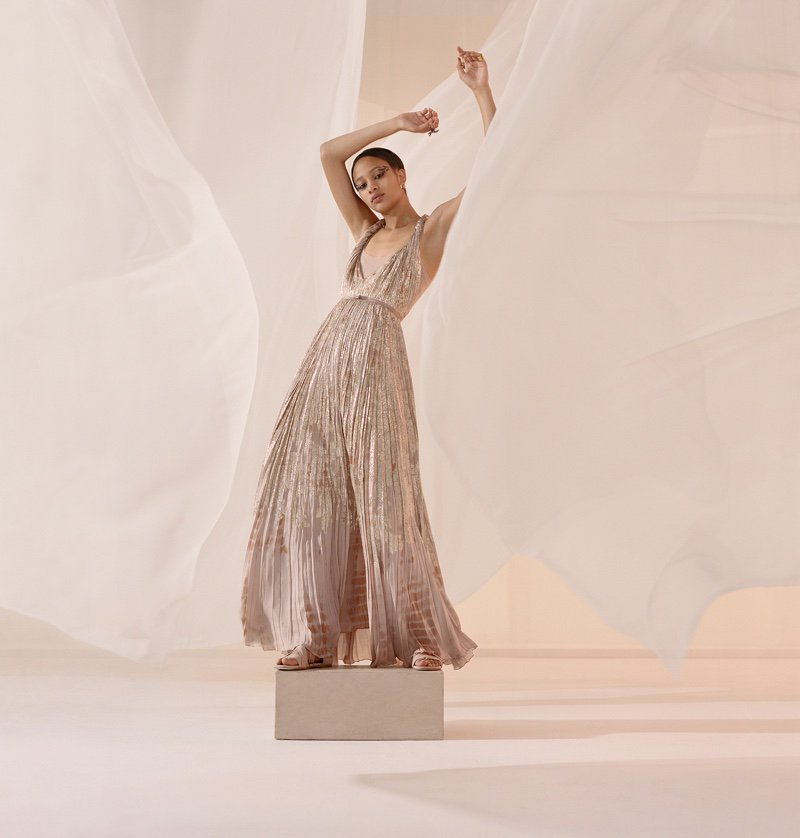 #Dior Captures the Art of Dance for Spring 2019 Campaign @Dior https://t.co/AwLILtsdgI