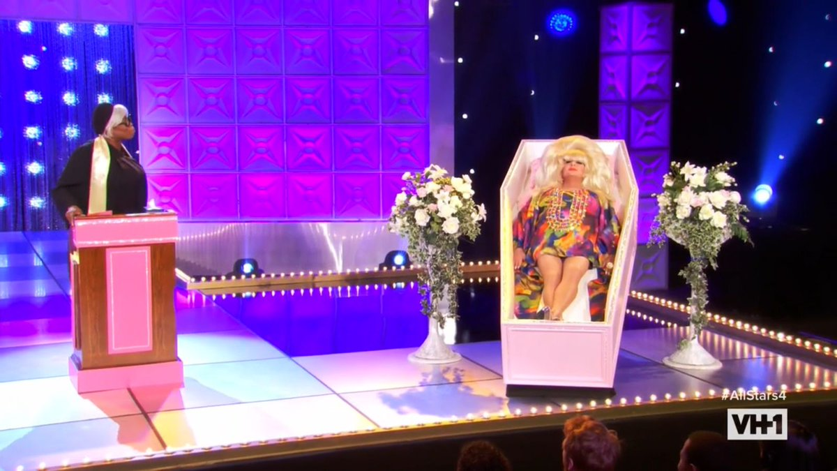 A table-setting #DragRace shakes up the All Stars' social game https://t.co/oA61uoUAUx