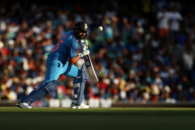 WHAT A KNOCK! Rohit Sharma brings up his 22nd ODI 💯, lifting India to 180/5 after 40 overs. The visitors need 109 runs to win the series opener. #AUSvIND live ⏬ Photo