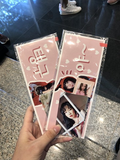 LMAO I HAVE 2 SETS LEFT - $3 each! I'm at the foyer #s_TAEYEON_CONCERTinSG #TAEYEONinSG Photo
