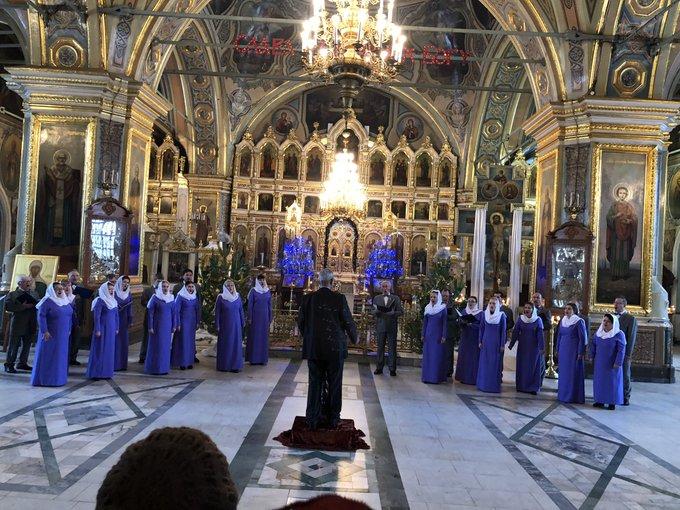 В эти минуты в Казанском кафедральном соборе проходит концерт муниципального хора «многолетие». Царит уникальная духовная атмосфера Фото