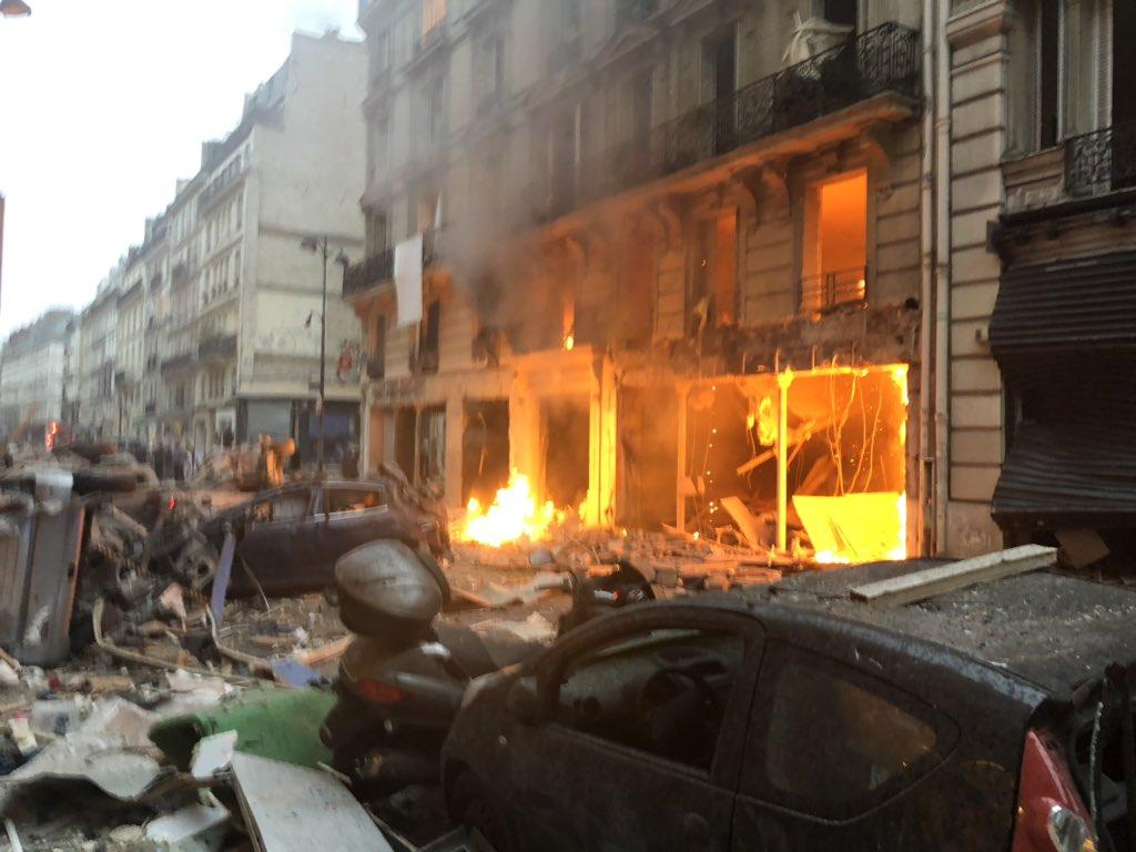 #breaking Casualties feared after huge blast in Paris  https://t.co/Y4y4VxZzth