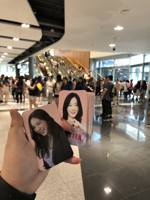 • 'S IN SINGAPORE GIVE AWAY • Hey guys, i'm here! Do come pick up the photocards! ☺️💕 #s_TAEYEON_CONCERTinSG #TAEYEONinSG Photo