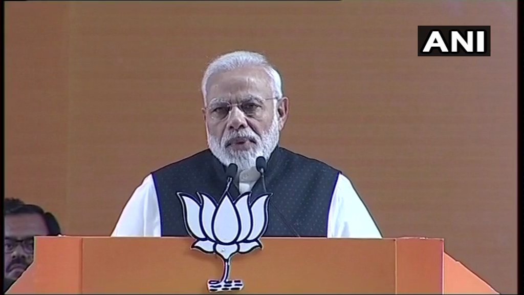 PM: In 2007, a Congress min said Modi will go to jail within a few months. Amit Bhai ko to unhone jail mein daal bhi diya tha. But we didn't form a law to stop CBI from entering Gujarat as we had faith in law. These ppl are levelling allegations on agencies because they're scared