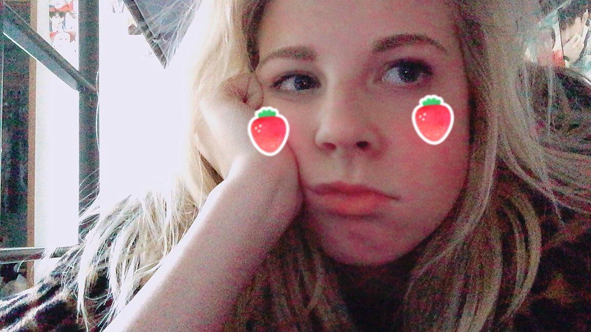 RT @diorminhyuk: — lee minhyuk 🐾  아기 딸기 = 𝑏𝑎𝑏𝑦 𝑠𝑡𝑟𝑎𝑤𝑏𝑒𝑟𝑟𝑖𝑒𝑠 🍓  — #monbebeselcaday https://t.co/cMfEvFMAqZ