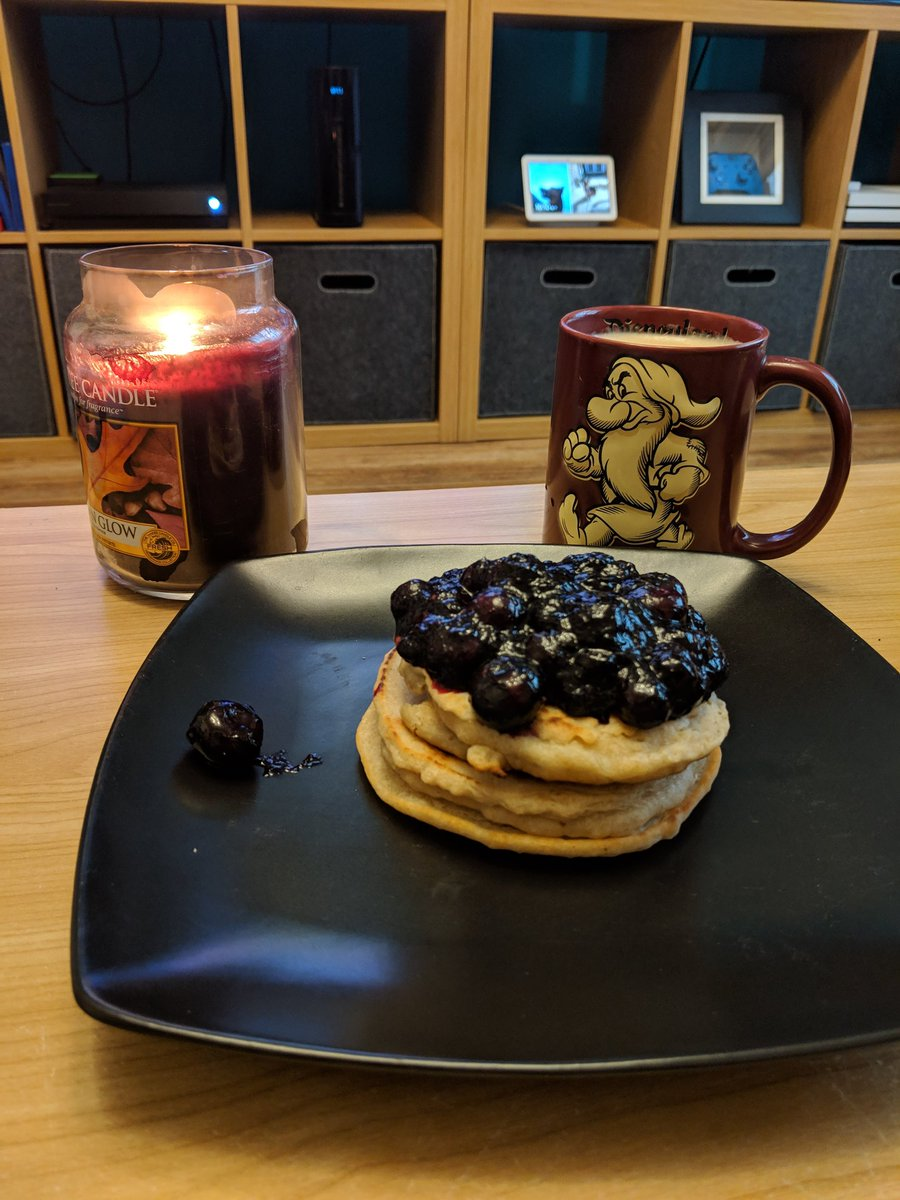 Perfect way to wake up on a Saturday. PSL and Vegan Blueberry Pancakes courtesy of Chief @StaceyofGotham 👩🍳