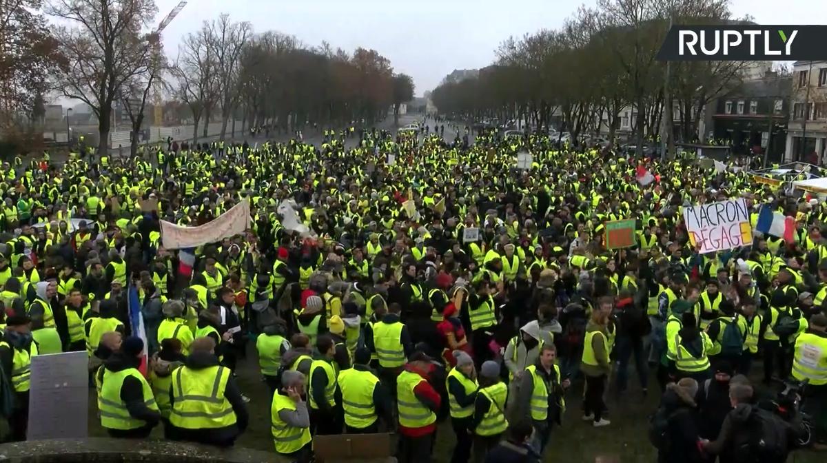 Gilets Jaunes in Bourge. #GiletsJaunes #Acte9 #ActeIX #Bourges<br>http://pic.twitter.com/coMomFt1KZ