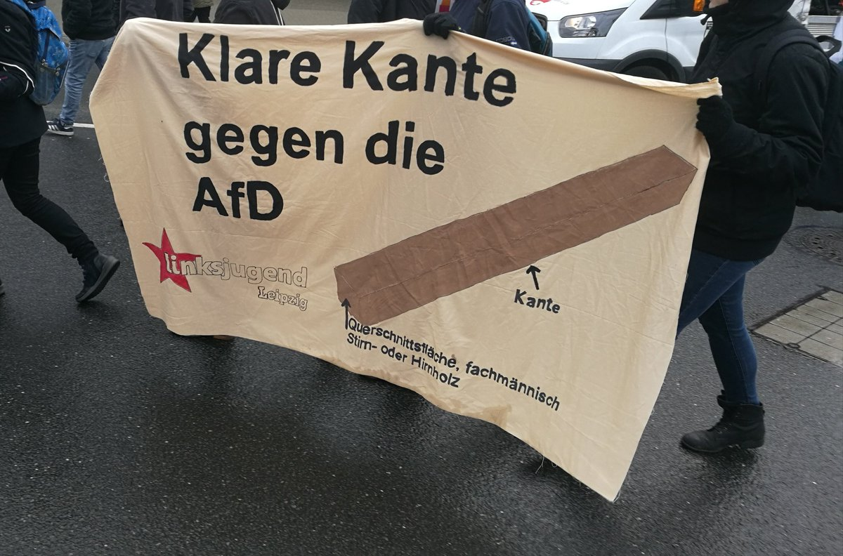 RT @linksjugend_le: Kantholz statt Nationalstolz! #rie1201 #AfDAde #Riesa #noAfD https://t.co/ZGLKKG8oUE