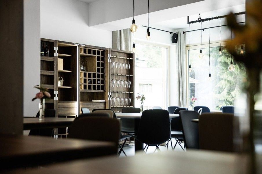 Sneaky shot of Step. Hit the link for details https://t.co/JKFLxpoVJi  #stealthshot #restaurant