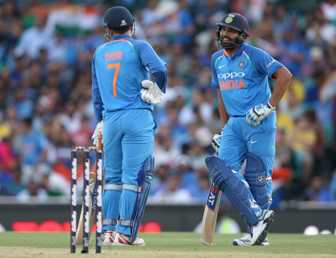 #AusvInd | MS Dhoni's 'bat waive' towards Rohit Sharma shows his quick brain on the pitch! WATCH: Photo