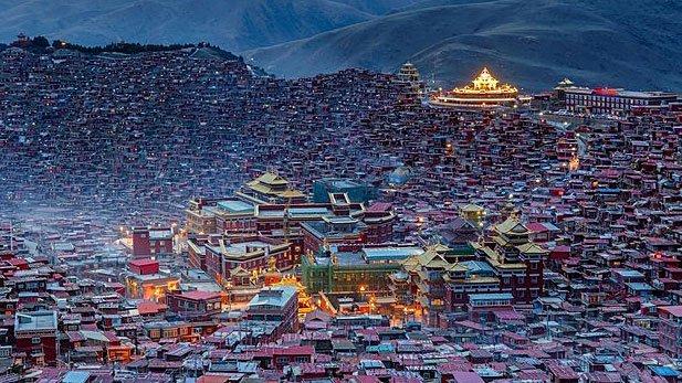 Larung Gar, el valle donde viven miles de monjes budistas. https://bit.ly/2wJzbZ8 #FaenaAleph