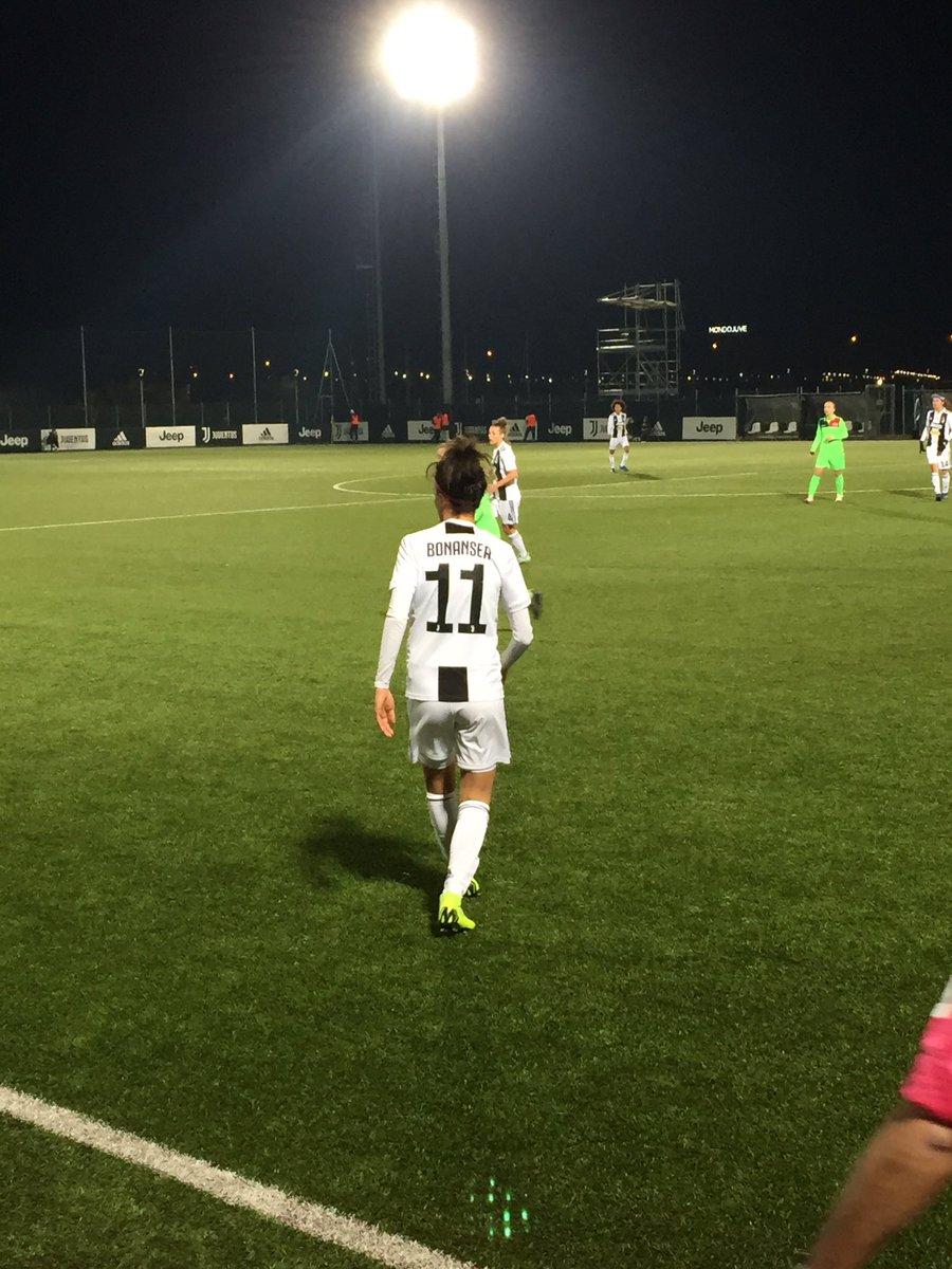 Si moriva di freddo, ma è sempre bello vederle giocare dal vivo 🖤 #CalcioFemminile  #JuveFlorentia