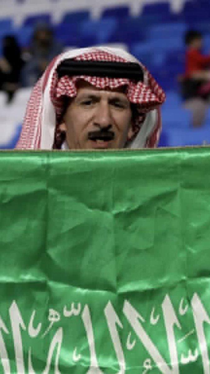 RT @M__alqahttani: جمهور السعودية على يمينك وجمهور لبنان على يسارك  أنت وضميرك ✋  #السعوديه_لبنان https://t.co/q2K9p05VMx