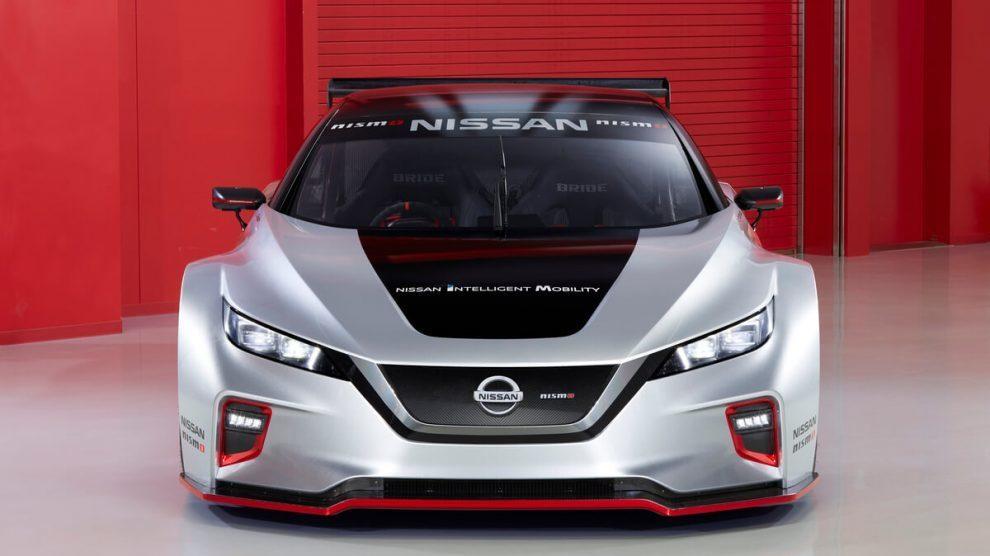 Aproveitando a maior feira de tecnologia do mundo, a Nissan, apresenta o Nismo, seu carro elétrico feito especialmente para competições; o carro possui dois motores de 240 kW (120 kW cada um) e 640 Nm de torque instantâneo para as quatro rodas! 🚗👉 https://t.co/jUdfLmjtlQ https://t.co/5O2CW8UgTk