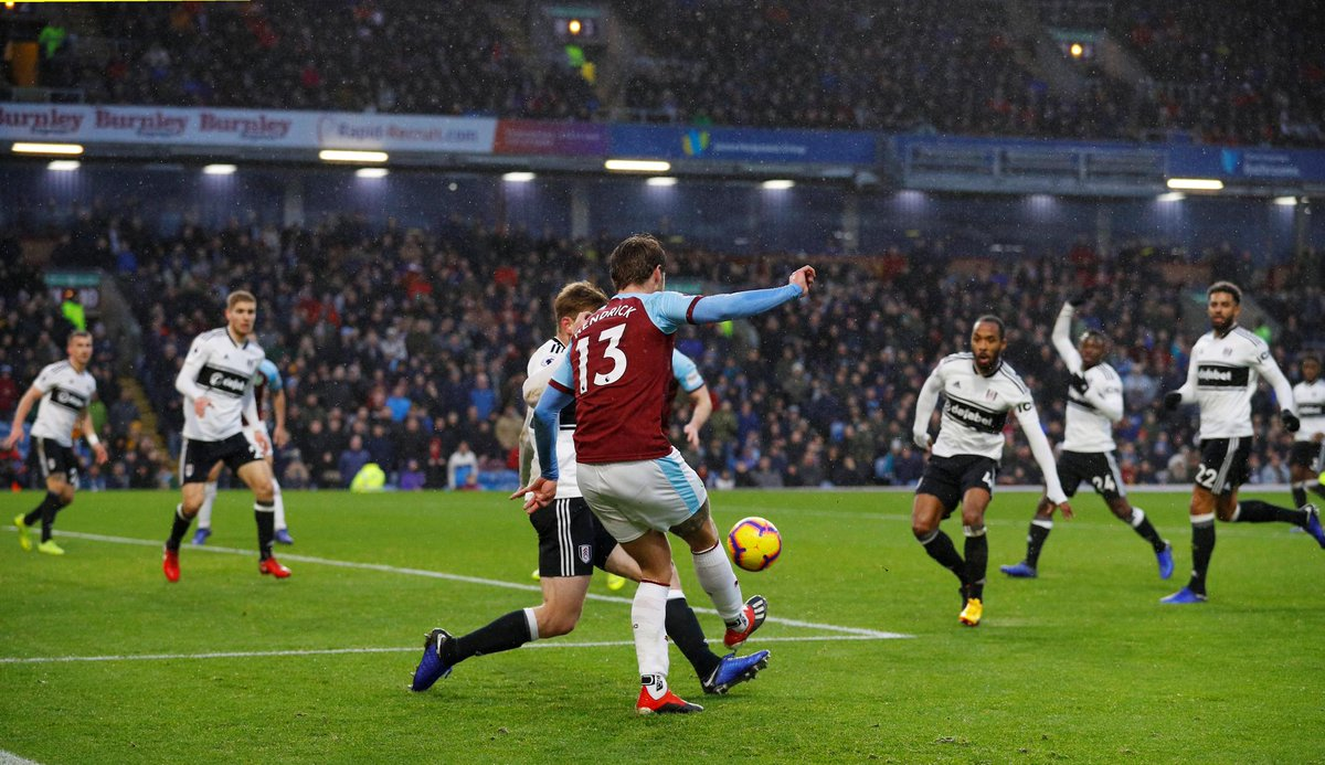 How's your luck?  2 Fulham own goals in 3 mins give Burnley the lead  Burnley 2-1 Fulham (35 mins) #BURFUL https://t.co/8ozlWIGzKG