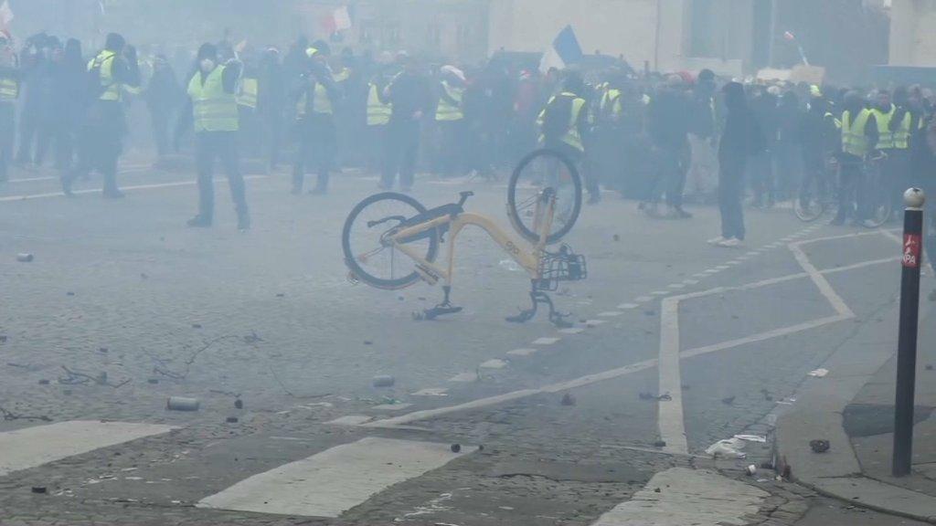 EN DIRECT - Gilets jaunes: Le Touquet: 200 manifestants près de la villa des Macron https://t.co/dYwRWABCHp https://t.co/5JoOHBVpbC