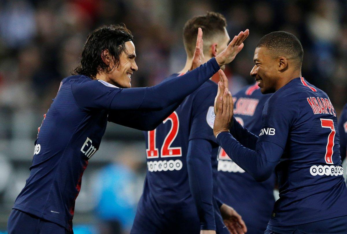 Cavani y Mbappé, celebrando uno de los goles.