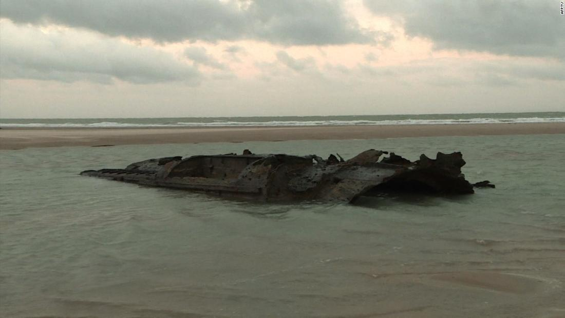 German WWI U-boat now visible from shore in France https://t.co/Mw2B1qIKDt https://t.co/1EdAYoVEBn