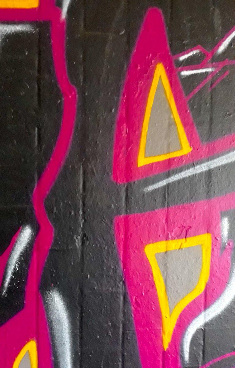 RT @666_rolf: #wichtigeFragen   #graffiti #streetart https://t.co/0iCBwqmraa