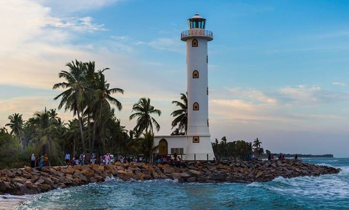 #Oluvil_Lighthouse🇱🇰#Srilanka🇱🇰  #Oluvil_Lighthouse is a #lighthouse situated on the #southern_east coast of #Srilanka at #Oluvil, which is located approximately 14 km #north of #Akkaraipattu. The #lighthouse is operated and maintained by the #Srilanka #Ports_Authority.