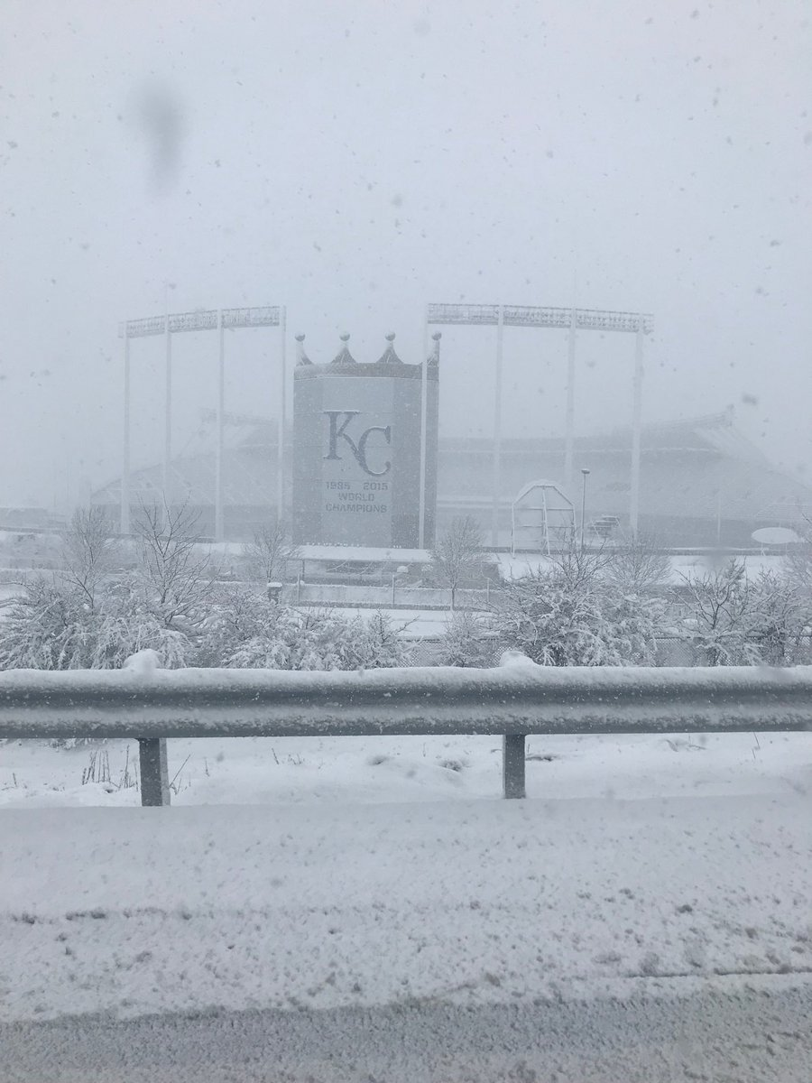 Window down. That's the view in Kansas City on I-70. Colts at Chiefs. Column coming #snowpocalypse2019 here now. https://t.co/ZjHtAB0MOj