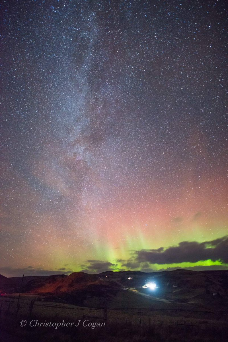 Some nights at Rogart, Sutherland, the Aurora just spoils the milkyway snap shot. My neighbour&#39;s Christmas Lights look a bit feeble compared to nature&#39;s lights. Single photo 10sec exp.. #Aurora   @skyatnightmag @NightSkyStars @stormhour<br>http://pic.twitter.com/fhn3I5waSH