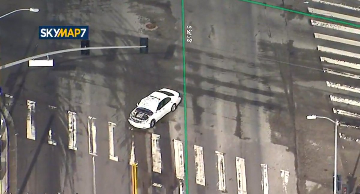 Chase Los Angeles : LIVE Chase suspect driving hood leading police