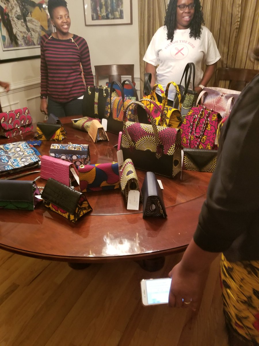 So my cousin makes bags and she&#39;s based in abuja   Twitter do your thing <br>http://pic.twitter.com/38p73cbG8F