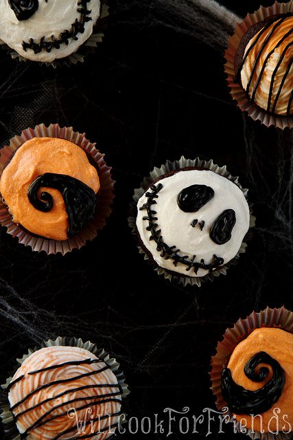 THE NIGHTMARE BEFORE CHRISTMAS inspired Cupcakes via Will Cook For Friends. #GhastlyGastronomy <br>http://pic.twitter.com/qT3V1fhxMx
