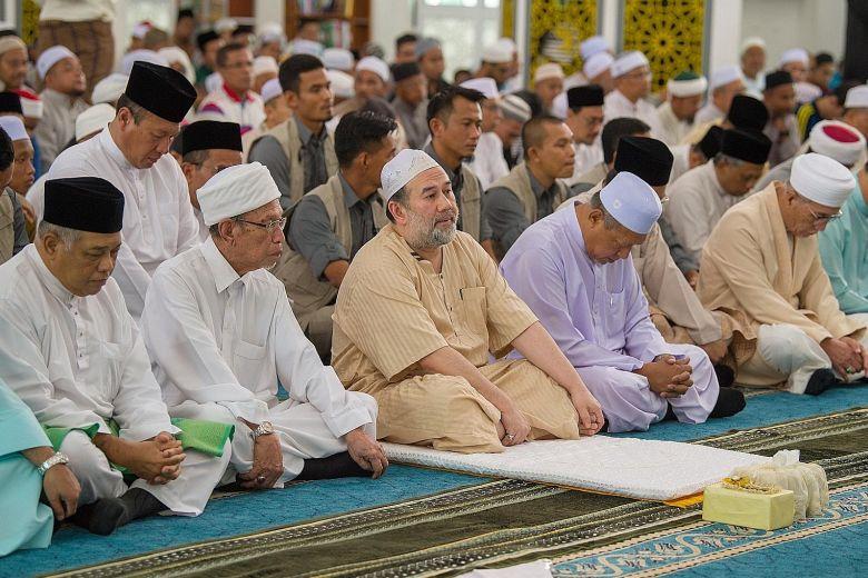 #Kelantan residents stunned by #Sultan Muhammad V's shock resignation as #Malaysia #King https://t.co/iS4e4RULdQ