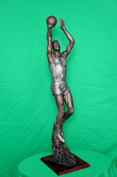 At tonight's basketball game against WKU, the university showed off a model of a statue for Marshall basketball legend Hal Greer. The full size version will be erected outside of the Cam Henderson Center along 3rd Avenue. #MarshalluFamily Photo