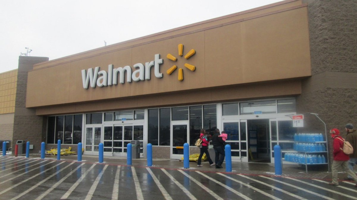 You can't make this up: Woman banned from Walmart after riding cart while drinking wine from Pringles can, police say: https://t.co/G0GzR6BOj9
