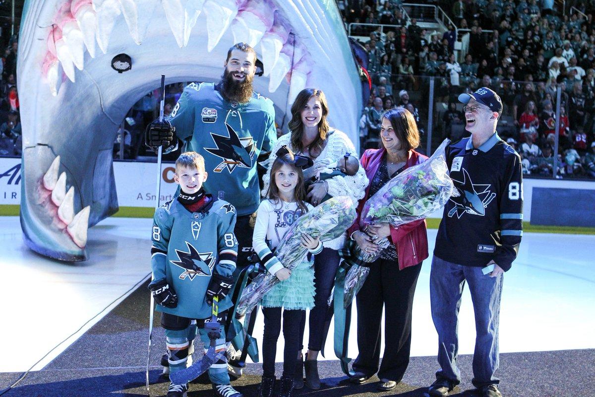Burns family photo.   #SharksForLife <br>http://pic.twitter.com/SqM4S9lkiK